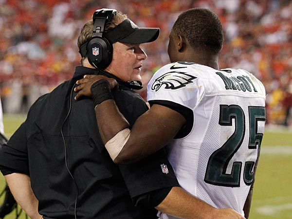 Eagles head coach Chip Kelly talks with running back LeSean McCoy. (Alex Brandon/AP)