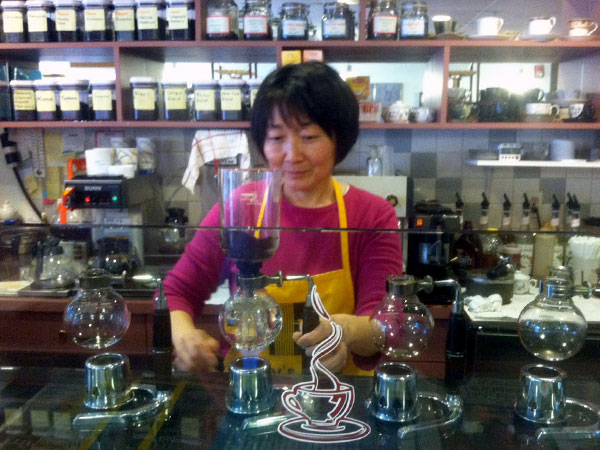 Chen, owner of Ray´s, prepares a special brew using the cafe´s siphon system.
