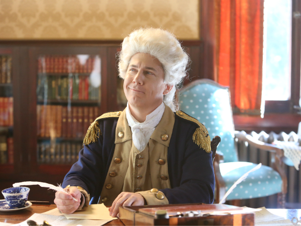 Chris Parnell as Benedict Arnold