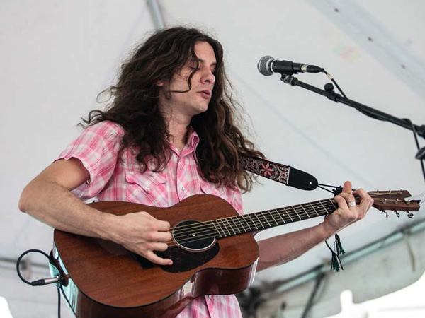 Kurt Vile received the Liberty Bell award last night at City Hall and performed 10-songs to packed crowd. (Colin Kerrigan / Philly.com)
