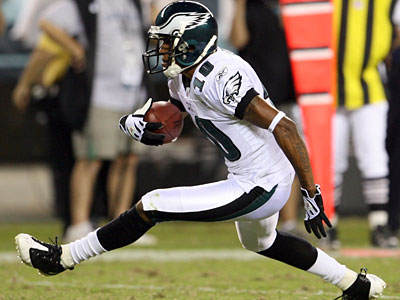 Eagles&acute; DeSean Jackson runs with the football during the third quarter break against the Jacksonville Jaguars on Thursday, August 27, 2009. <br />(Yong Kim / Staff Photographer)