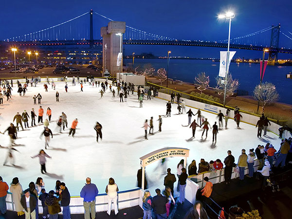 Blue Cross RiverRink bundles up with Waterfront Winterfest, its new food, drink, and skate party, a pop-up holiday village, light shows. (G. WIDMAN for GPTMC)