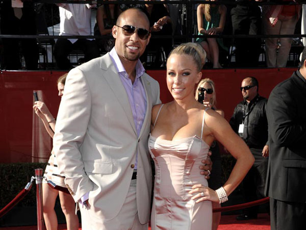 Hank Baskett, left, and Kendra Wilkinson arrive at the ESPY awards on Wednesday, July 13, 2011, in Los Angeles. (AP Photo/Dan Steinberg)
