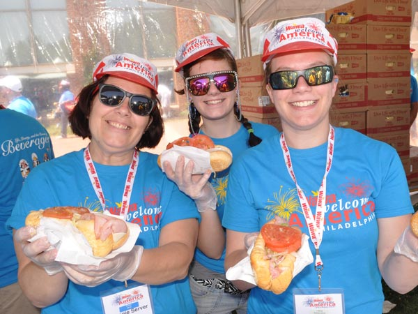 Wawa associates celebrating during last year´s Hoagie Day.