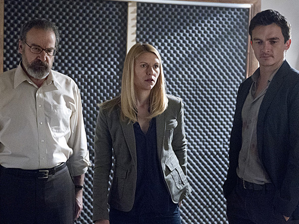 Mandy Patinkin as Saul Berenson, Claire Danes as Carrie Mathison and Rupert Friend as Peter Quinn in Homeland (Season 3, Episode 6). (Photo: Kent Smith/SHOWTIME)