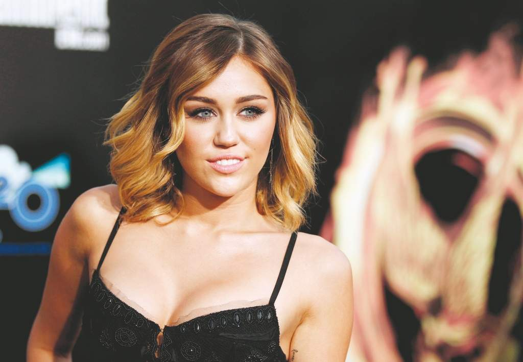 Miley Cyrushas been hanging out at a tanning salon while her fianc&amp;eacute;, Liam Hemsworth, films &quot;Paranoia.&quot; <br /><br />Photos: ASSOCIATED PRESS