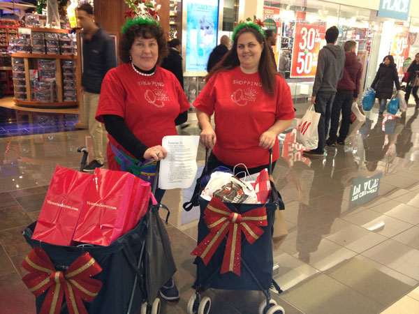 Theresa Draves, left, and Nichelle Bicking, of Audubon, at the Cherry Hill Mall 5 a.m. today.
