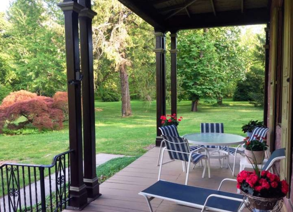 3 homes that welcome Spring with suburban gardens - Philly