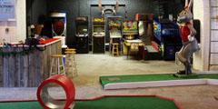 Vintage Arcade games in Keystone Mini-Golf. (Stephanie Aaronson/Philly.com)