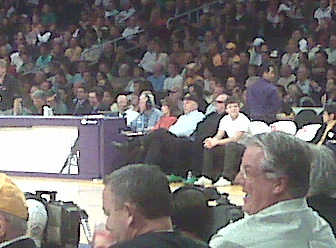 The Staples Center legend, Jack Nicholson. He´s the one wearing black, with black sunglasses. Still can´t tell? Well, he´s there, I promise. And he watched Andre Iguodala bury the Lakers with his buzzer-beating three-pointer.