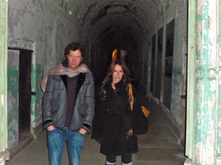 Jennifer Love Hewitt with (an oddly zombielike) Jamie Kennedy at Eastern State Penitentiary.