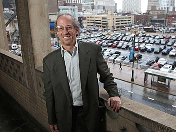 Ken Goldenberg stands above the lot at 8th and Market, site of his proposed entertainment center. (MICHAEL BRYANT / Staff Photographer)