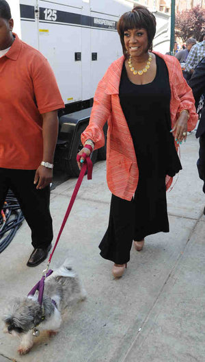 Patti LaBelle walks Mr. Cuddles, her shih tzu before Rachael Ray show taping. Photo: Sarah M. Glover/Staff Photographer