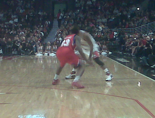 Lou guarding Rose on the first possession of tonight´s game.