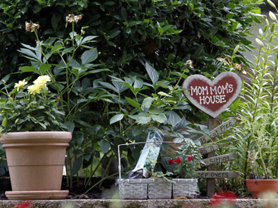 The front garden area of Suzanne Cohen´s Cherry Hill home.  Police say she tried to hire an undercover cop to beat her ex-husband, son and daughter. (Yong Kim / Staff Photographer)