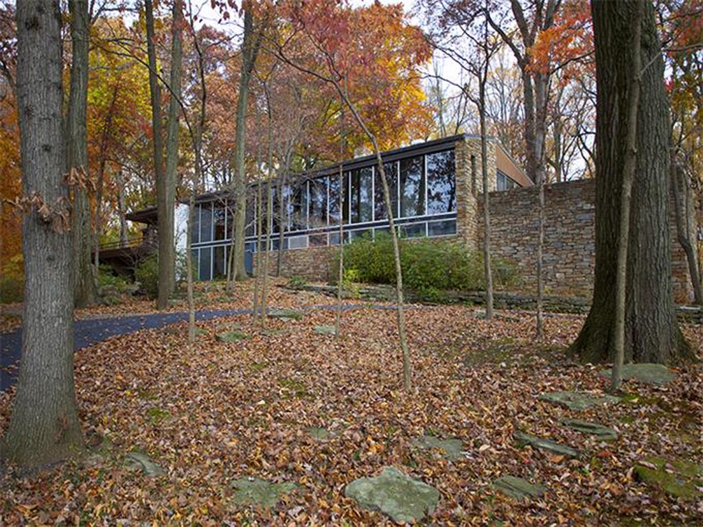 Richard Neutra´s Pitcairn House in Bryn Athyn is on the market for $6 million.