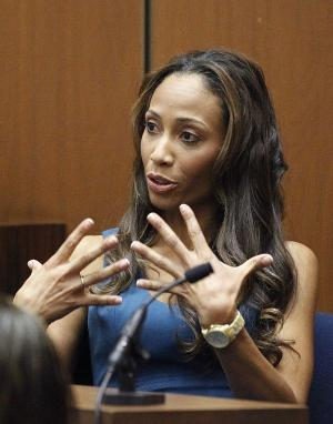 Nicole Alvarez on the witness stand at Conrad Murray trial. (AP Photo/Mario Anzuoni)
