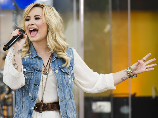 "Demi Lovato performs on ABC´s ""Good Morning America,""  in New York. Philadelphia´s Office of City Representatives says Lovato has canceled her appearance at Thursday´s Fourth of July concert because of strep throat. She´s being replaced by 22-year-old country singer Hunter Hayes. (Photo by Charles Sykes/Invision/AP, File)"