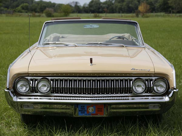 """AJ Jedryczka bought a 1964 Mercury Park Lane after the 1964 New York World´s Fair. Jedryczka, a Ford retiree, bought it off the B Lot from Ford, and has had it ever since. The car was built for a ride at the World´s Fair the company exhibited with Disney called """"The Magic Skyway."""" (Mandi Wright/Detroit Free Press/MCT)"""