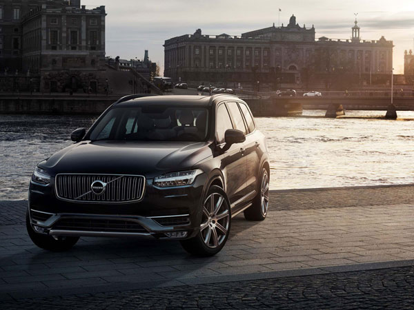 Volvo´s all-new XC90 SUV will come with either a supercharged and turbocharged four-cylinder engine that makes 320 horsepower, or a 400-horsepower version that adds a plug-in electric motor. (Volvo/MCT)