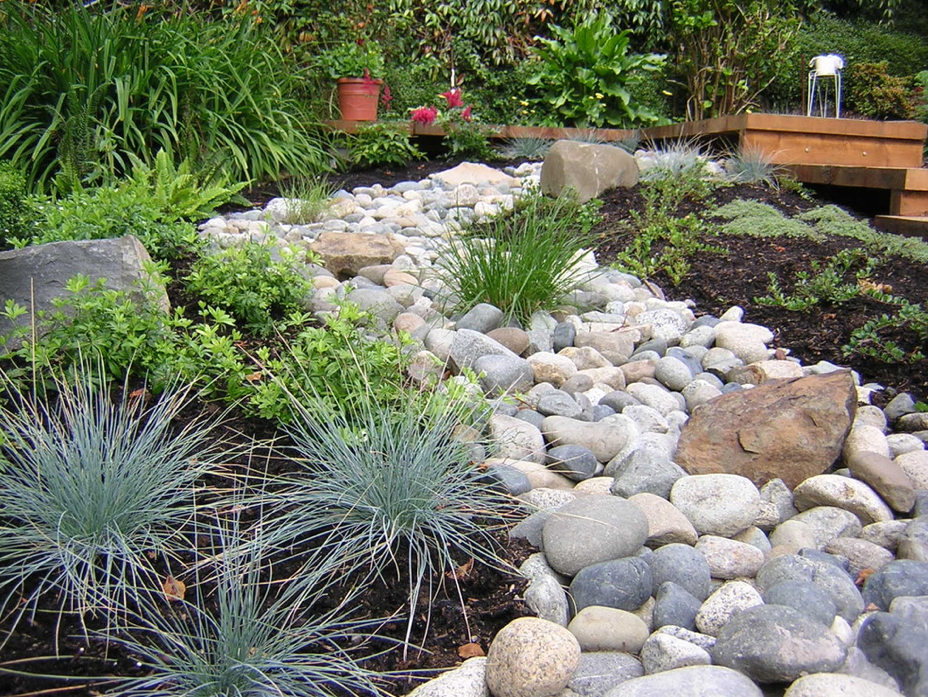 Gravel stone types for a rockin 39 landscape philly for Rock garden bed ideas