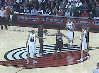 The Sixers and Blazers exchange warm greetings before tonight´s game.