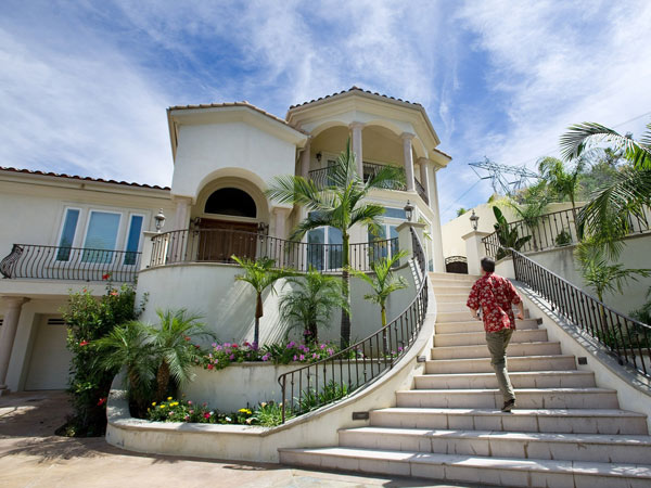 Real estate appraiser Dean Zibas must figure out the true value of this Anaheim Hills, Calif., home listed for $2.39 million. (Mindy Schauer/Orange County Register/MCT)