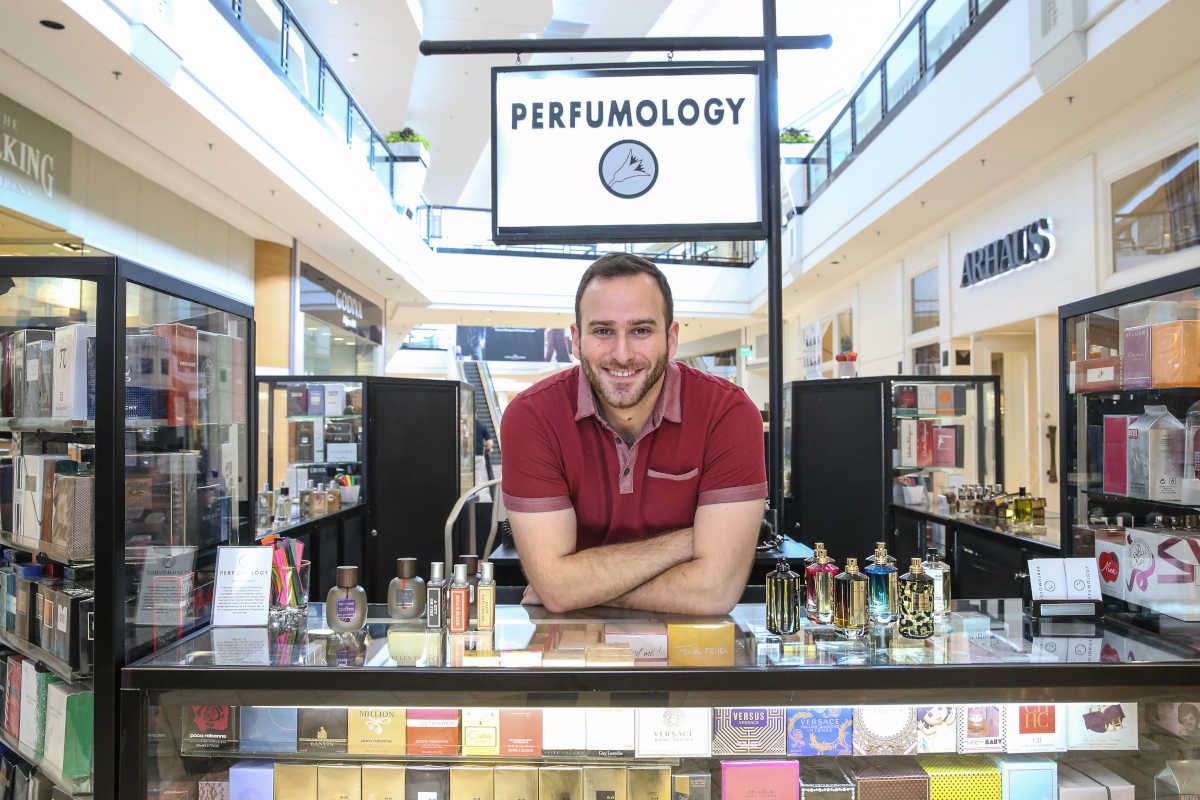 In this age of niche perfumes, how does a girl find her signature scent? Perfumology´s Nir Guy in King of Prussia Mall.
