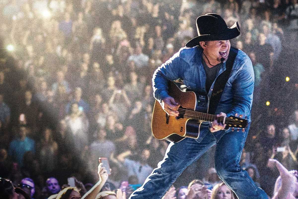 Garth Brooks is coming to the Wells Fargo Center for four shows