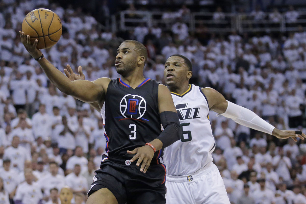 Chris Paul is headed from the Los Angeles Clippers to the Houston Rockets, where he´ll team up with James Harden.