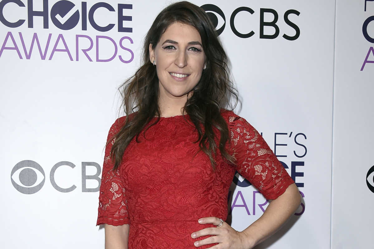 Mayim Bialik at the People's Choice Awards on Jan. 18, 2017, in Los Angeles.