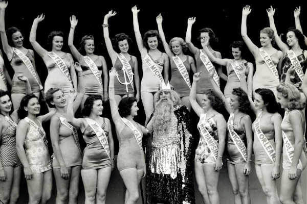 """Contestants in the 1939 Miss America pageant posing on the Atlantic City beach with """"King Neptune."""""""