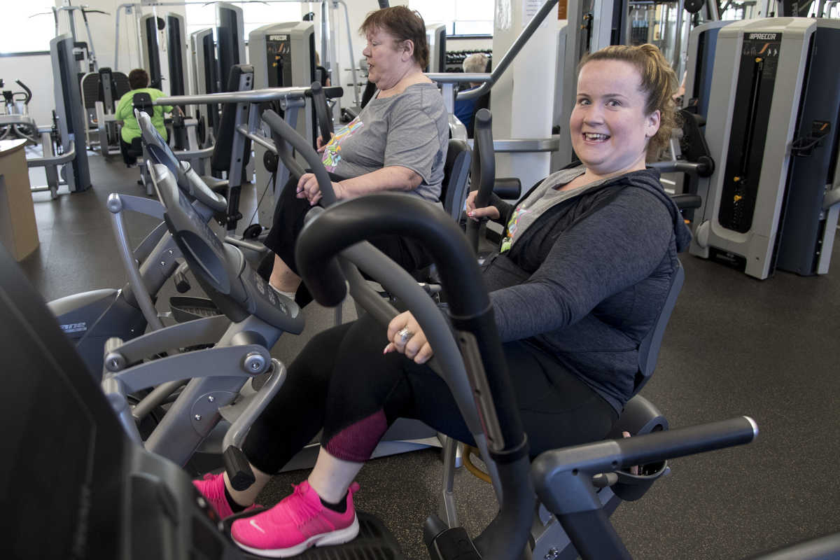 Linda Oakley (right), 29, works out at the YMCA on Knights Road in Northeast Philadelphia three years after she underwent gastric bypass surgery. At left is her mother Debra Oakley, who also had the surgery.
