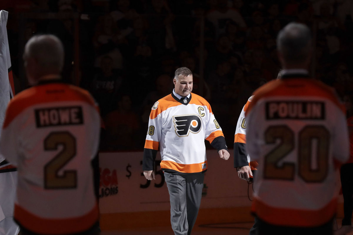 Former Flyer Eric Lindros walks on the ice during the team´s 50th Anniversary Heritage night before the Flyers played the Arizona Coyotes on Oct. 27, 2016.