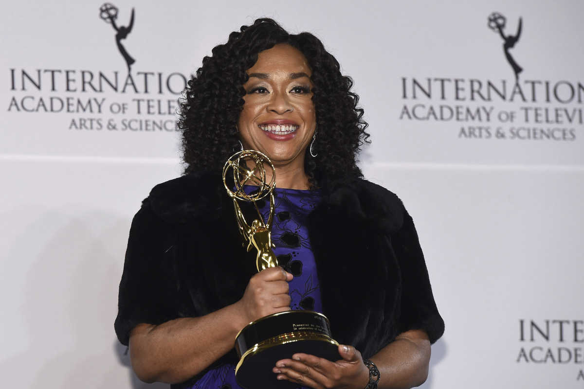 Shonda Rhimes has signed a deal to make new shows for Netflix.