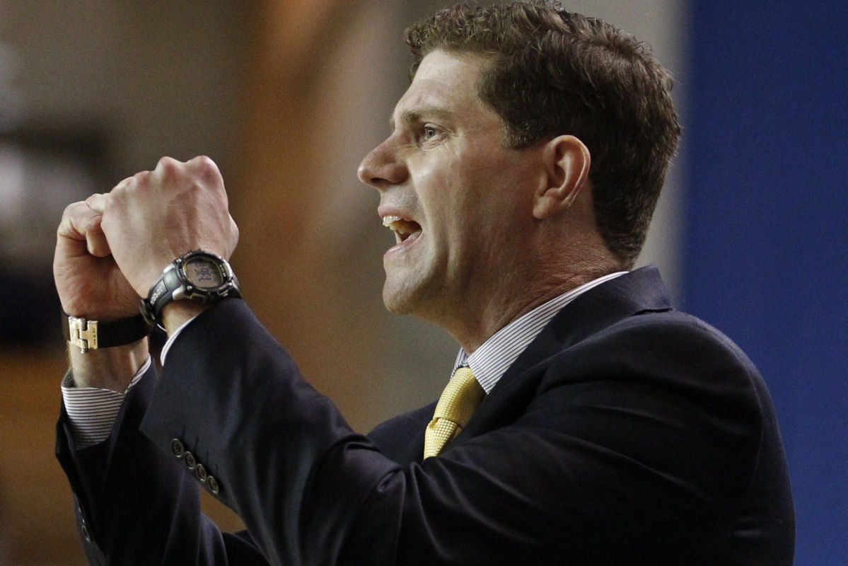 Drexel head coach Zach Spiker of encourages his team against Delaware on Feb. 16, 2017, at the Bob Carpenter Complex Center in Newark, Del. Delaware won, 68-67.