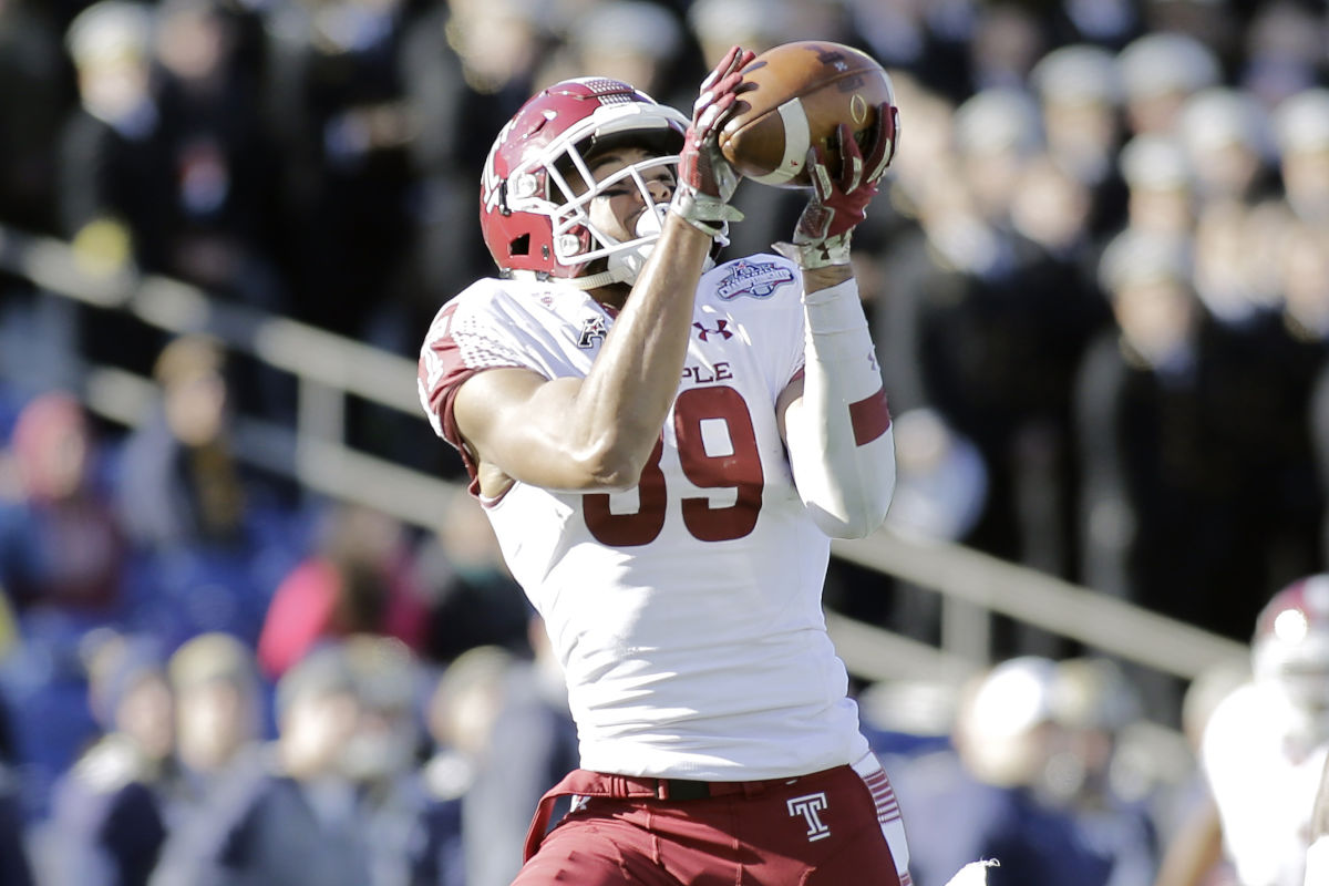 Temple´s Keith Kirkwood catches a pass in a game last season.