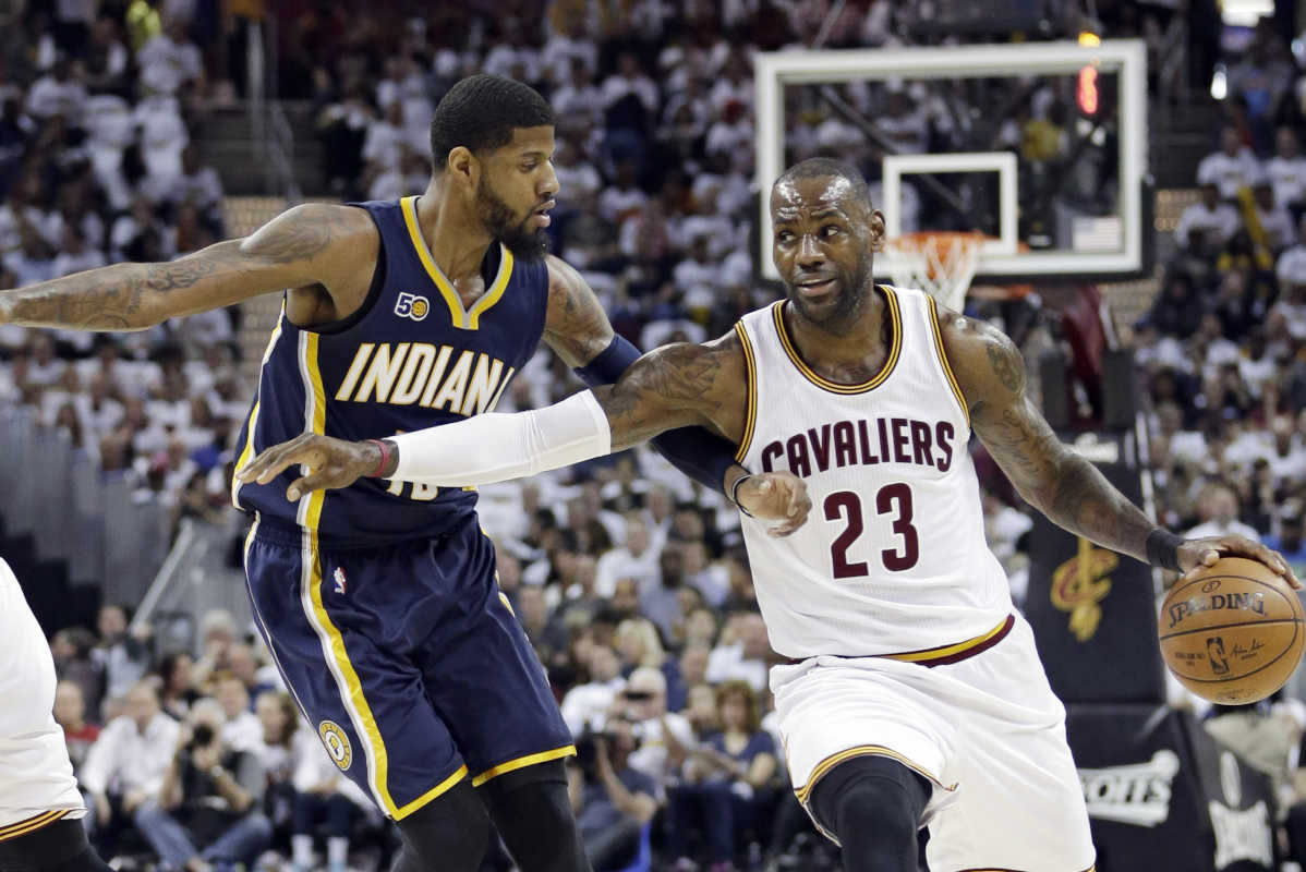 The Indiana Pacers´ Paul George (13, left) guards the Cleveland Cavaliers´ LeBron James (right, 23) in the first half in Game 2 of a first-round NBA playoff series, Monday, April 17, 2017, in Cleveland.