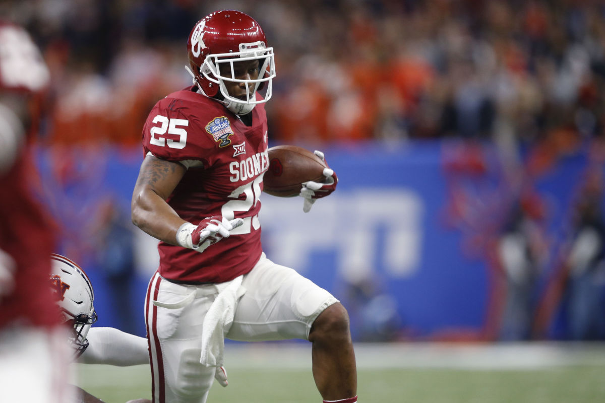 Oklahoma running back Joe Mixon (25) carries in the first half of the Sugar Bowl NCAA college football game against Auburn in New Orleans, Monday, Jan. 2, 2017.