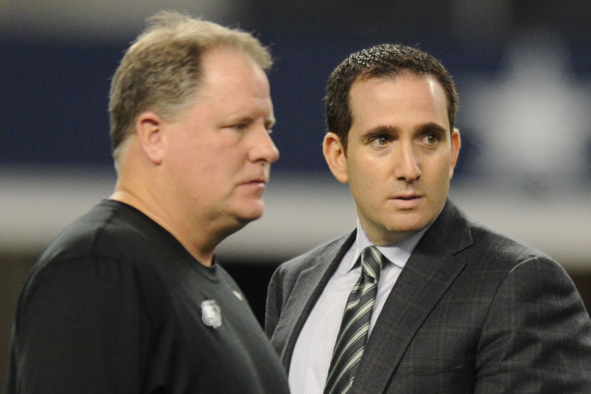 Eagles general manager Howie Roseman (right) and head coach Chip Kelly during warmups prior to the Eagles' game against the Cowboys on Dec. 29, 2013.