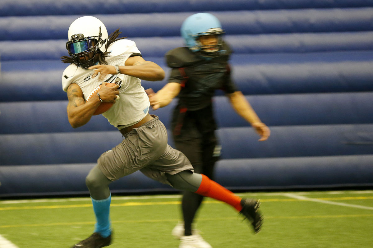 The Soul's Darius Reynolds runs after catching a pass as the Soul practice at Total Turf Experience in Pitman, NJ on April 12, 2017.  He caught six passes for 76 yards and three touchdowns in the Soul&acute;s 49-31 road win over Washington on Saturday, April 22, 2017<br /><br /><br />