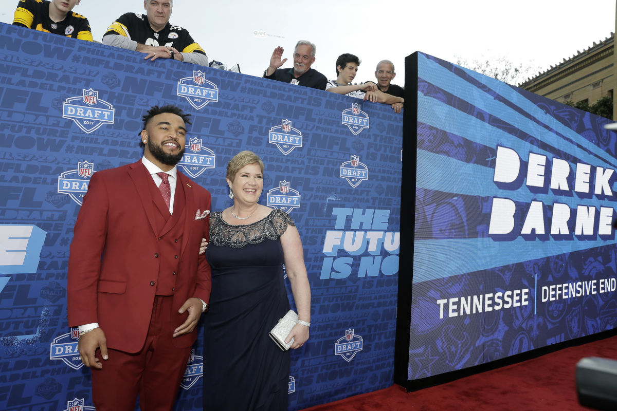 The Eagles chose Tennessee defensive end Derek Barnett with the 14th pick in the first round of the 2017 NFL draft. But before that, he walked the red carpet at the Art Museum, accompanied by his mother, Christine.