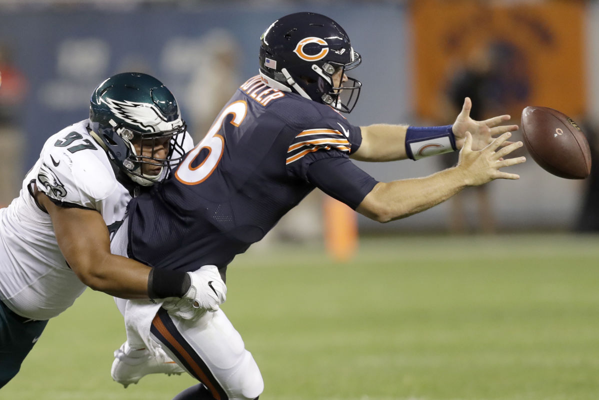 Former Bears quarterback Jay Cutler will work with Kevin Burkhardt and Charles Davis on one of Fox´s top NFL announcing teams. In this photo from Sept. 19, 2016, Cutler was sacked by Eagles defensive lineman Destiny Vaeao and fumbled the ball.