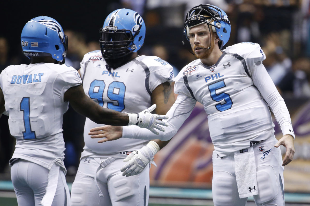 Soul quarterback Dan Raudabaugh (5) high fives teammates during Arena Bowl XXIX at Gila River Arena on August 26, 2016 in Glendale, Ariz. He threw eight touchdown passes in the Soul´s 69-67 win over Cleveland on Saturday, May 6, 2017.