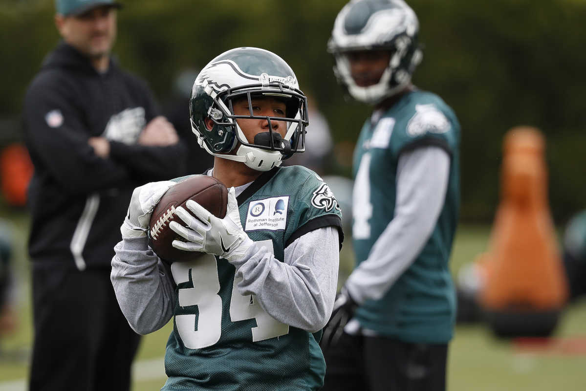 Donnel Pumphrey catches a pass during Eagles rookie camp at the NovaCare Complex.