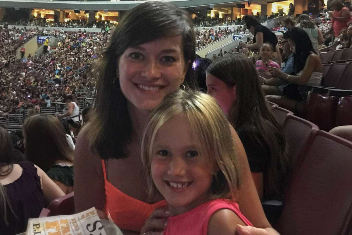 Gwenn Cujdik and her daughter, Layla, at the Ariana Grande concert in Philadelphia in 2015.