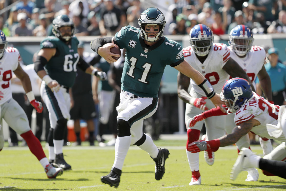 Eagles' Carson Wentz scrambles for a 1st down against the Giants in the 2nd quarter. Philadelphia Eagles play the New York Giants in Philadelphia, PA on September 24, 2017.  DAVID MAIALETTI / Staff Photographer