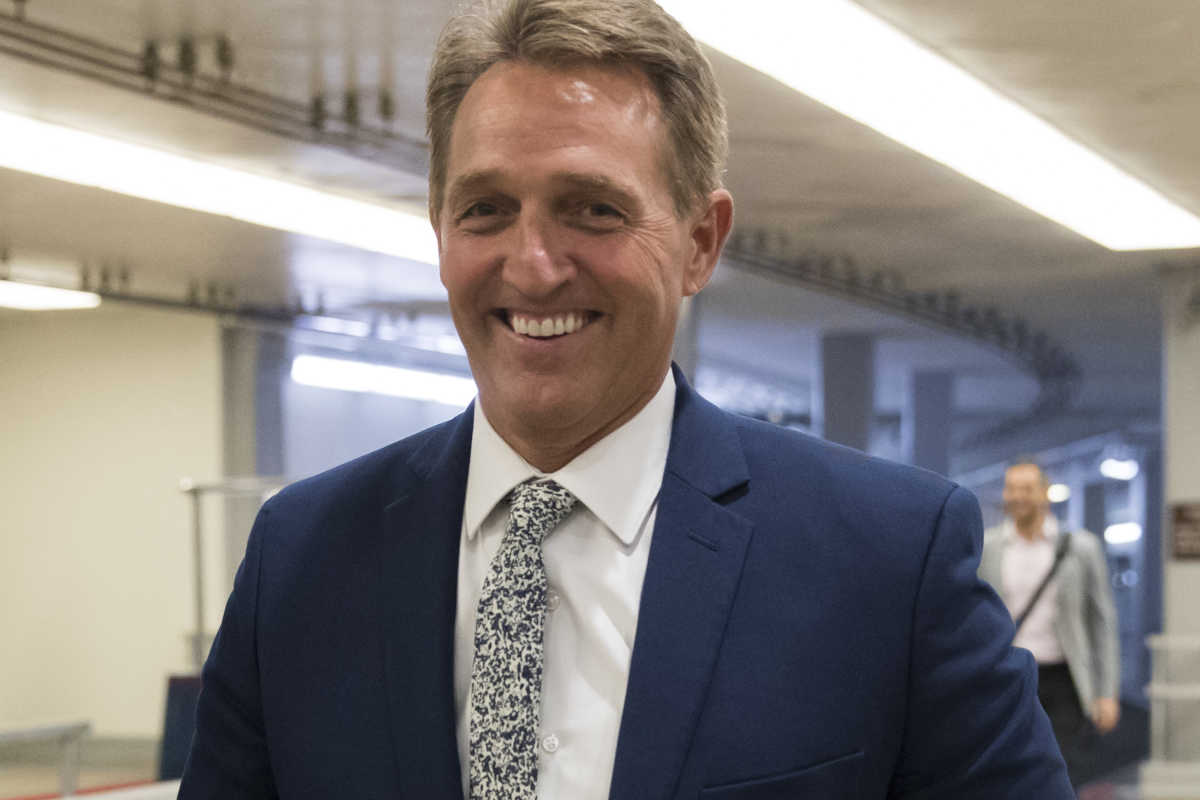 President Donald Trump says he thinks Sen. Jeff Flake won´t support the Republican tax overhaul in Congress, issuing an insulting tweet against the Arizona Republican two days after Flake criticized the president.
