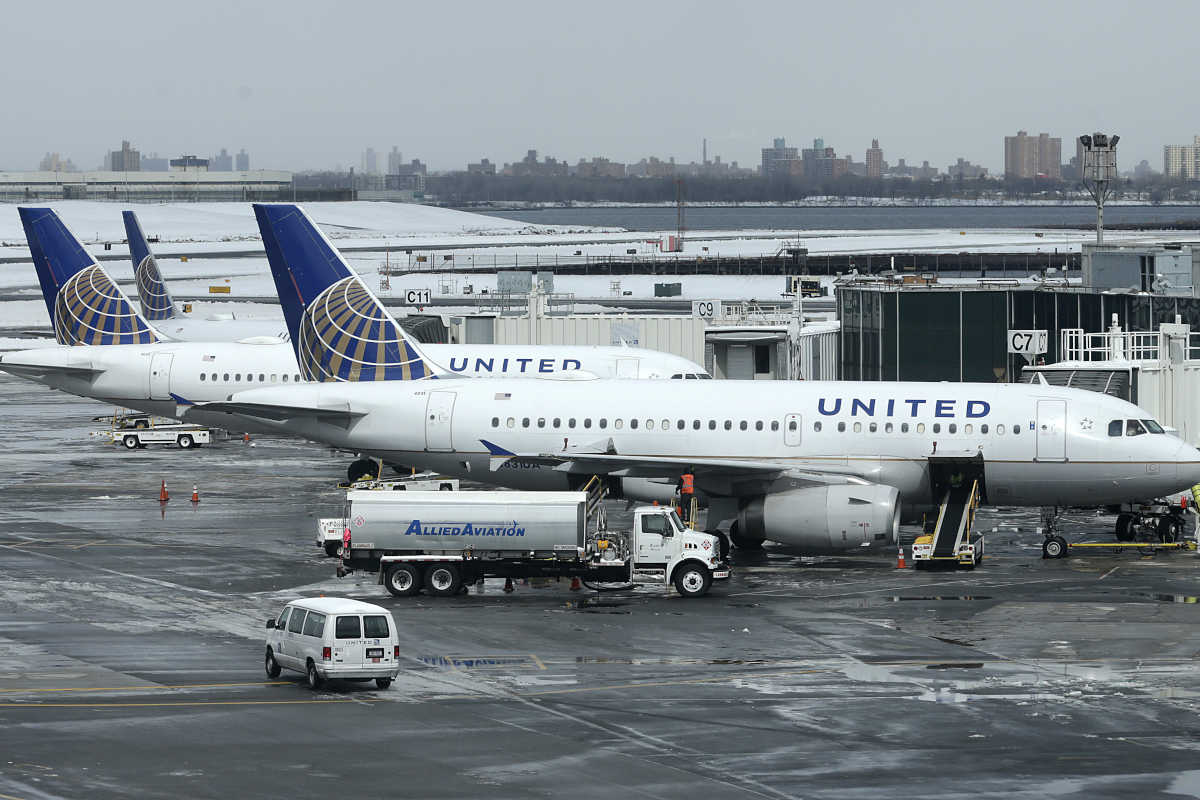 In this March 15, 2017, file photo, United Airlines jets sit on the tarmac at LaGuardia Airport in New York. A dog died on a United Airlines plane after a flight attendant ordered its owner to put the animal in the plane´s overhead bin.