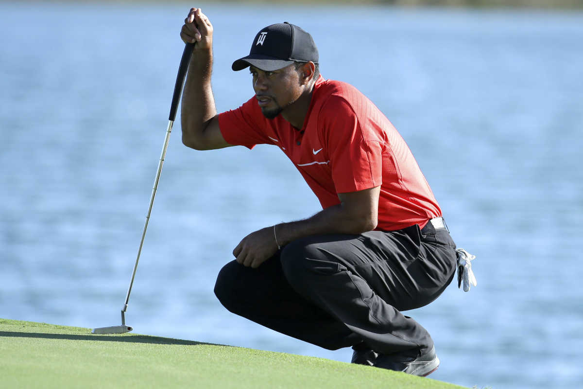 Tiger Woods lines up a putt on the 17th hole during the final round at the Hero World Challenge golf tournament, Sunday, Dec. 4, 2016, in Nassau, Bahamas.